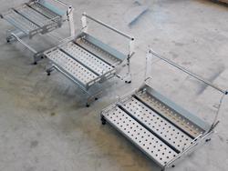 Säädettävät työskentelytasot tuotanto-linjoille. Säätökorkeus 80–350 mm. Säätöjako 20 mm.